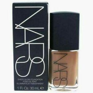 "Nars Sheer Glow Foundation NWT ""Trinidad"" 30 ml"